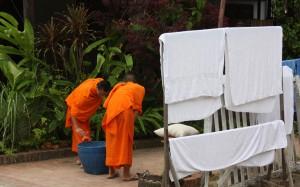2009-08-23 (monjos Luang Prabang)